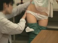 個人授業をするかわいい生徒を手マンでイカせる先生!チ〇ポを触らせたのに帰る