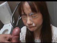 トイレでフェラチオ!手を使わずにゆっくりストローク、顔中精子まみれになるほど大量発射