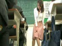授業中にリモコンバイブで遊ばれる先生!内股でモゾモゾ耐える姿がセクシーな女