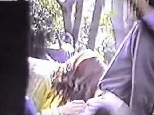 昼間から野外でフェラしてるカップル!口内発射して丁寧に拭いてあげる彼女、お口の精子は?