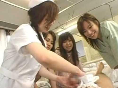 検査入院すると女だらけの部屋!カラダを拭かれると「すごーい!」勃起チ○ポをみんな見に来る