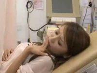 産婦人科できれいな若妻に指をズブッと入れる医者「注射入れますね!」ゆっくり挿入