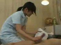 看護婦に「おっぱい大きいなぁ」セクハラ患者が手コキ要求「よく見て!」発射