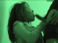 赤外線盗撮!若いカップルが階段の踊り場でちゃんとコンドームを着けてセックス