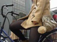 街撮りミニスカ自転車!信号待ちでセクシーな太ももから見えそうで見えないパンチラ