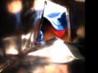 袋に仕込んだカメラで遠慮気味の逆さ撮り!可愛い女の子の赤パンティー何とか盗撮