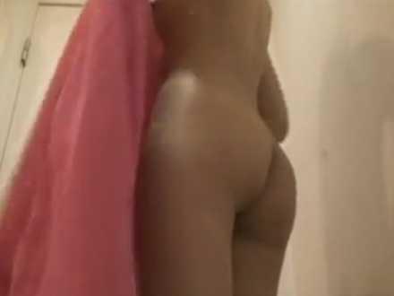 脱衣所重視のシャワー盗撮!スリムギャルの下半身アップで可愛いぷりぷりのお尻