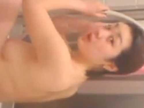 バレちゃう民家風呂盗撮!怖い顔してこっち向いてもおっぱいもマン毛も丸見え