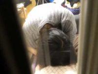 民家盗撮!窓から覗くとすぐそこに股間に頭を埋めシコシコしながらフェラチオ中の彼女