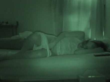 赤外線オナニー盗撮!パンツを半脱ぎでモゾモゾし出すと喘ぎ声に合わせて腰をピクピク