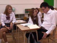 勃起して寝てる男子にこっそり手コキ「童貞のくせに!」教室でパイズリする女子たち