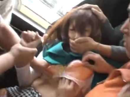 バス内でお尻を触られ抵抗する子「触んないでよ!」騒ぐと集団で脱がしちゃう痴漢
