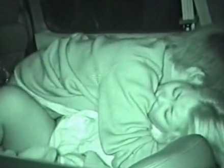 カーセックス盗撮!2人とも下半身だけ裸で狭い車内でバックも騎乗位もするカップル