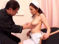 「本当に可愛いよね~..」爆乳看護婦を褒め殺してパイズリで抜いてもらう患者