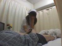洗ってないチ〇ポを拭かされる看護婦「うふふ..」ゴシゴシした手でお口を押える