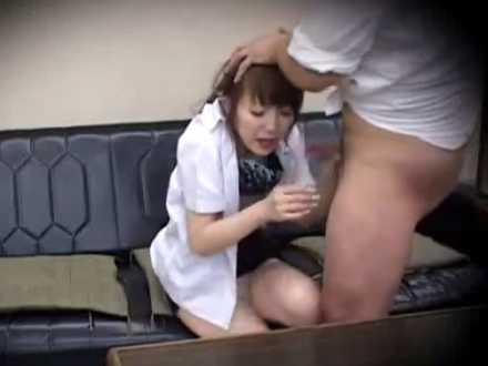 事務所でセクハラセックス!オエッてなるまで喉奥にチ〇ポをねじ込むイラマチオ