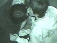 赤外線盗撮バレ!見つめ合ってお互い頷いてキスするカップルにこっちを見られる