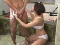 体を洗われ勃起する客「隠さなくてもいいですよ!」シゴかれて顔に飛んじゃう精子
