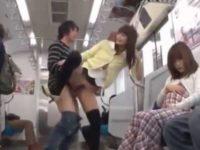 電車で怖がる女性に近づく痴漢「どうしたんですか?」声をかけていきなりぶち込む