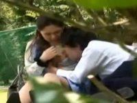 昼休みの公園で欲情した男をフェラ抜きしようとするOL!逆効果で中出しセックス