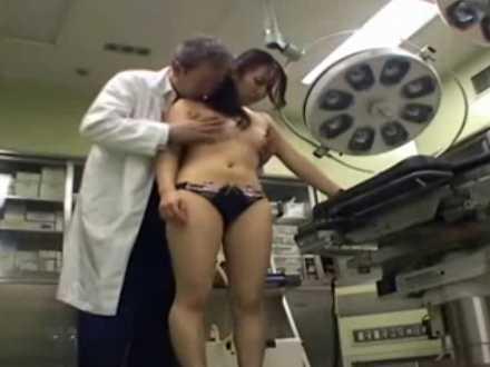 医療器具営業の美人OLに「今日契約してもいいんだ..」チ〇ポを入れるセクハラ医師