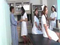 精子検査で診察室に入ると看護婦4人「精子出すんでしょ?」みんなでガシガシ手コキ