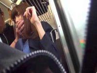 電車で抵抗する制服娘の口を塞いで触りまくる痴漢!スカートにべっとりぶっかけ