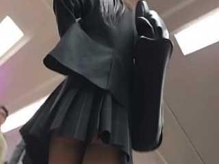 ミニスカ制服娘たちのパンチラ盗撮!電車で本を読んでても狙われる黒パンティー