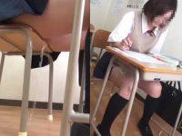 授業中にお漏らしする制服娘たち!トイレに行きたいと言えずに溢れ出すおしっこ