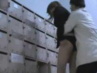 自宅前でスカートめくり!ポストを見てたらエッチな黒パンティーを見られる女性