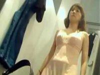 試着室着替え盗撮!透けランジェリーを着ると乳首突起をコリコリしてみる女性