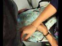 バスで座る女性の前に腰を突き出し仁王立ち!軽く擦ってキュッと握ってくれる