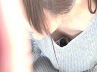 胸チラブラチラ盗撮!正面から浮き気味のブラを確認すると横に回って乳首を狙う