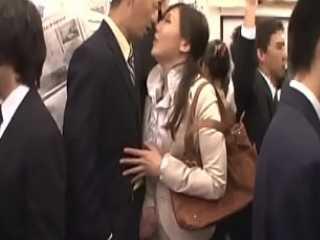 満員電車押しつけ痴漢!じっと見つめるとツバを垂らしてぬるぬる手ヌキする淫乱痴女