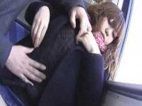 電車で巨乳娘の隣に座りおっぱい鷲掴み!頭を押さえつけて無理やりフェラチオ顔射