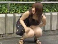 いきなりスカート剥ぎ取り!尻スジくっきり透けパンツでさまようむちむち女性