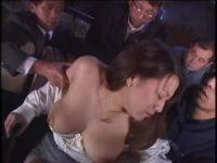 痴漢させてくれませんか?巨乳女を映画館に呼び出し男たちに触られぶっかけ放題
