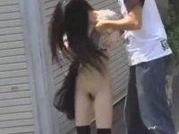 すぐ直せないほど大きくスカートめくり!処理済みちょびマン毛のノーパン女性