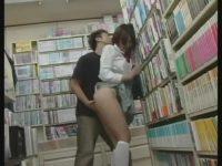 本屋で立ち読みする子に痴漢!大人しく我慢してる子にその場で挿入、大量顔射