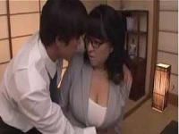 我慢できず巨乳先生を抱きしめる「お願いします!」勃起チ〇ポを見せてフェラチオ