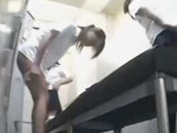 更衣室盗撮!タオルも巻かずにパンツを脱いでスクール水着に着替える制服娘たち