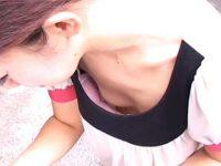 アンケートで胸チラ盗撮!前屈みになるとずっと乳首が見えてる浮きブラ貧乳女性