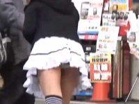 ティッシュ配りパンチラ盗撮!お辞儀しただけで後ろから見えちゃう超ミニスカ衣装