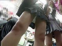 電車内パンチラ盗撮!無警戒で前から純白パンティーを狙われるミニスカ制服娘たち