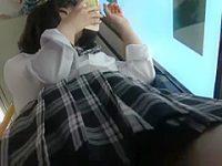電車内パンチラ盗撮!スマホに夢中で前後からスジ入り花柄パンツを狙われる制服娘
