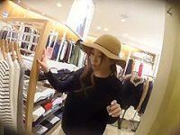 店員パンチラ盗撮!ハット帽子でボーイッシュ風でもエッチなヒョウ柄パンティー