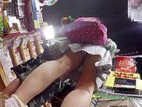 店内パンチラ盗撮!あどけない顔をしてても食い込みや派手パンティーの娘たち
