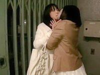 女同士で油断させてレズナンパ!ねっとりキスすると手マンでイカせて強引クンニ