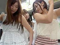 バスで好みの男を囲むとそっとチ〇ポを引っ張り出してお尻を押しつける美女たち