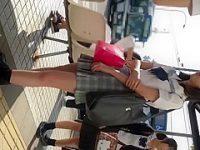 バス停でパンチラ盗撮!長めのスカートでも食い込みパンツを見られちゃう制服娘